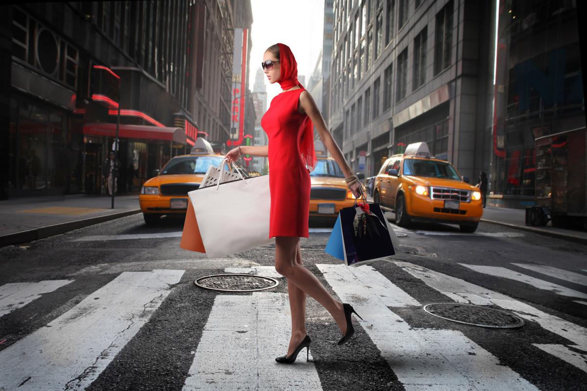 Девушка в красном платье, шопинг советы и рекомендации