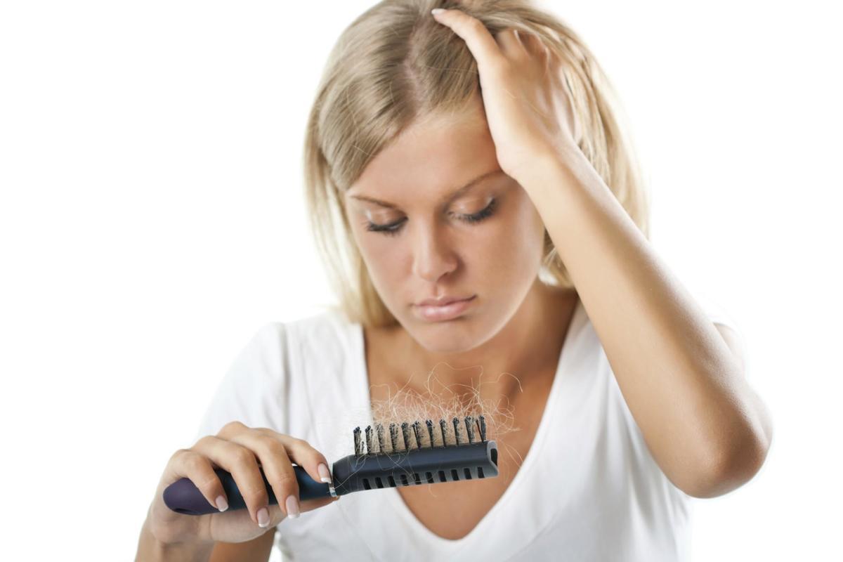 У девушки выпадают волосы, остановить выпадение волос